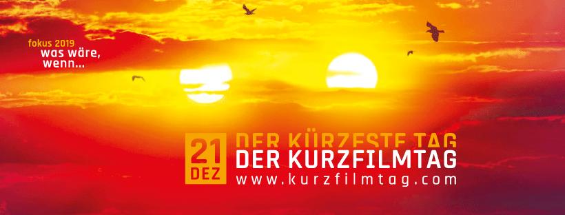 Plakat DER KURZFILMTAG 2019: In roten, orangen und gelben Farben sieht man einen Sonnenuntergang mit zwei Sonnen.